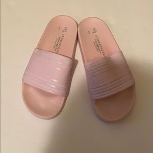 Shoes - (Women's) slides size 7(Box not included)